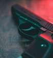 Criança encontra arma e mata mãe com tiro acidental
