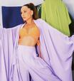 Famosas ensinam como vestir look lilás de maneira fashion