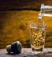 Dia da Cachaça: 5 receitas para fazer com a bebida