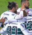 Léo Gamalho marca, Coritiba bate o Vila Nova e dispara na liderança da Série B