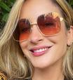 Trend: Claudia Leitte aposta em outline french para as unhas