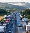 Quem serão os caminhoneiros beneficiados com auxílio de R$ 400