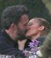 Jennifer Lopez é vista aos beijos com Ben Affleck