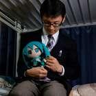 Japonês se casa com holograma em cerimônia de U$18 mil