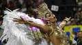Emoção e clima tenso marcam a 2ª noite de desfiles