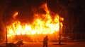 Manifestantes incendeiam cinco ônibus em protesto no Rio