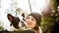 Aprenda a proteger a las mascotas de las lluvias y del frío