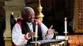 Bispo marca casamento real com sermão inflamado sobre o amor