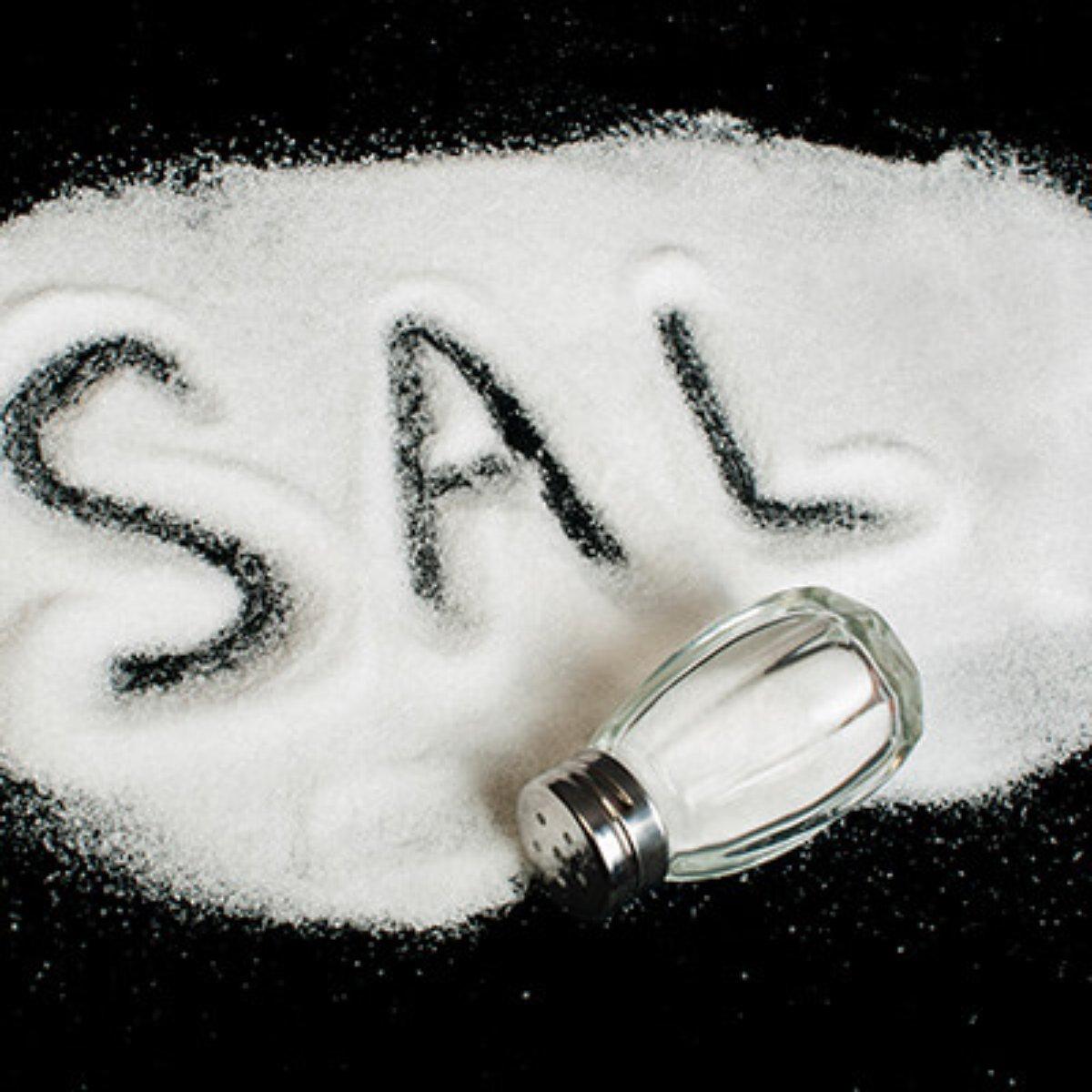 sintomas de comer muito sal