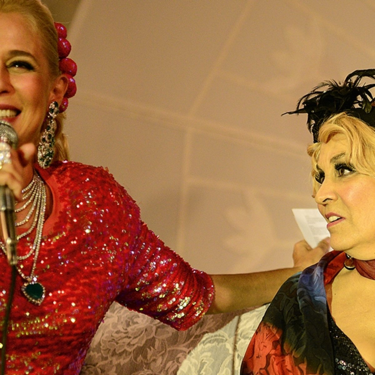 Andreia Beltrao Nua atriz de 69 anos rouba a cena ao mostrar os seios em hebe