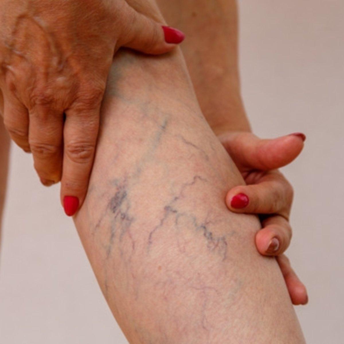 Dor na perna esquerda da parte inferior das costas para libras nos pés