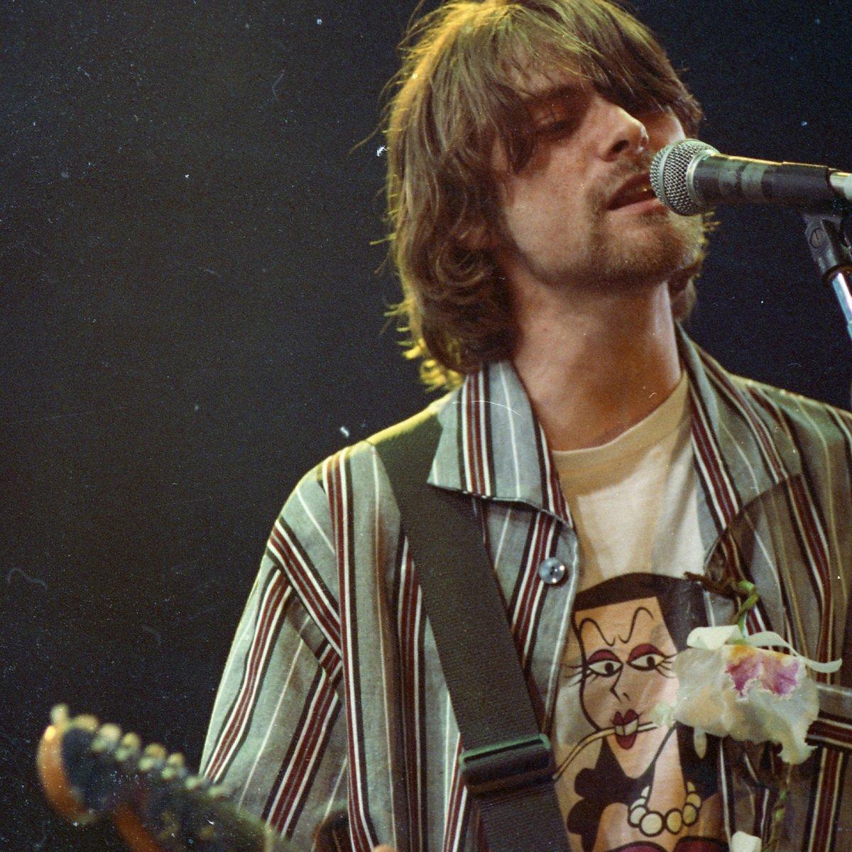 Suéter e guitarra de Kurt Cobain são leiloados por R$ 1,3 mi cada