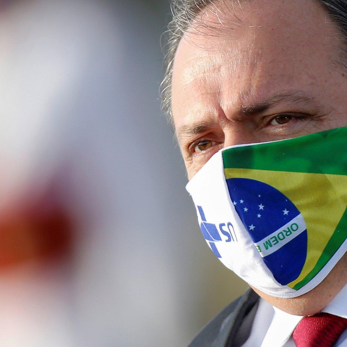Pazuello militariza Saúde e vira executor de Bolsonaro