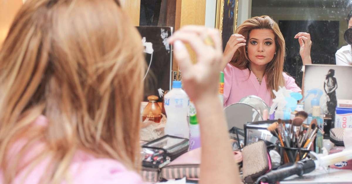 Geisy Arruda estrela campanha de vestidinho