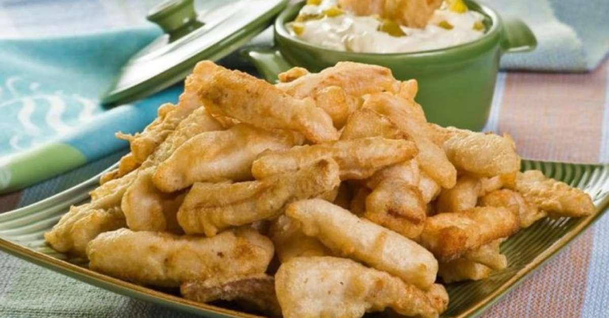 Iscas de tilápia com molho tártaro