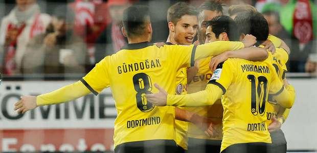 Borussia Dortmund aprovecha errores defensivos del Mainz 05