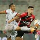 Athletico-PR empata em casa, mas avança na Libertadores