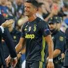 Com CR7 expulso, Juve bate Valencia; Pogba brilha no United