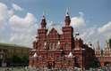 4) Moscou, Rússia: centro cultural, político, histórico e econômico de uma das maiores potências mundiais, Moscou mostra ao extremo os contrastes da Rússia. Nesta cidade de dez milhões de habitantes, o antigo e moderno convivem lado a lado. As elegantes estações de metrô servem para se locomover, mas também fazem parte dos cartões-postais da cidade tanto quanto a Catedral de São Basílio, o Mausoléu de Lenine ou o Kremlin