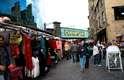 Fazer compras na região de Northern Quarter, em Manchester, ou nas feiras de Camden, Portobello ou Spitalfields