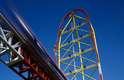 Top Thrill Dragster, Estados Unidos - O parque de Cedar Points, localizado à beira do lago Erie, no estado de Ohio, tem dezessete montanhas-russas e 69 brinquedos. Um dos mais impressionantes de todos é, sem dúvidas, o Thrill Dragster, montanha-russa que atinge a velocidade de 190 km/h e faz uma assustadora subida a mais de 120 metros