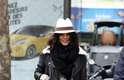 """Boyfriend: são calças jeans femininas, mas com um corte largo, gancho baixo e, na maioria das vezes, são """"detonadas"""". """"Esse é o modelo que faz parecer que você literalmente pegou a peça do seu namorado"""", disse. A atriz Vanessa Hudgens fez uma combinação bastante feminina"""