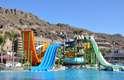 Paradise Lago Taurino & Waterpark, Gran Canaria, Espanha - Esse gigante e confortável resort tem tudo incluso, até um parque aquático, o Lago Oasis. Com uma enorme piscina de água salgada, toboáguas e atrações para criança e adultos, o parque tem acesso ilimitado para os hóspedes. Quem cansou de se divertir na água, pode descansar nas espreguiçadeiras enquanto desfruta de um lanche ou drink