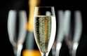 2. Champanhe é sempre sucesso: as bebidas como o champanhe, segundo a jornalista, são garantia de sucesso. Se champanhe não agradar, peça um vinho branco, como o Chenin Blanc ou o Saint Péray