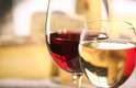 1. Peça o que ela gosta: se você sabe qual é o gosto da pessoa convidada fica mais fácil. Um paladar que é agradado pelo vinho branco lida melhor com sabores suaves