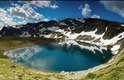 """Bulgária - Pistas de esqui durante o inverno e praias no Mar Negro durante o verão são os principais atrativos turísticos da Bulgária. O país da Europa do leste também tem vastos terrenos montanhosos ideais para escalada, como a montanha Pirin e as Montanhas Rila, à sombra do Monte Maliovitza, em uma bela área conhecida como """"região dos sete lagos"""", com magníficas paisagens para avistar em circuitos de trekking e ciclismo"""