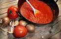 Molho de Tomate: uma xícara de molho de tomate industrializado contem mais de 800 miligramas de potássio. Mas é preciso ter cuidado para não escolher uma marca que adicione sódio e açúcar ao molho