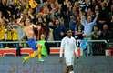 Nos acréscimos ainda houve tempo para um golaço épico de Ibrahimovic. Com um pulo, ele chutou a bola de cobertura, de fora da área, sobre o goleiro e a defesa da Inglaterra