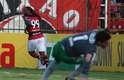 Vagner Love contou com desvio de Roman para marcar o gol de empate do Flamengo
