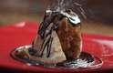 O chef João Souza, do Sarrasin, recomenda o Crepe Louis XVI, com sorvete de chocolate, calda de chocolate e redução de laranja, flambado com licor