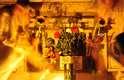 Chile: os habitantes da cidade de Talca, a 255 km da capital Santiago, têm o costume de receber o ano novo no cemitério, ao lado de seus seres queridos que já se foram. Todo ano as portas do cemitério municipal da cidade abrem às 23h45 do dia 31, para que as pessoas possam entrar e passar a virada do ano no local