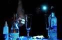 """Daniel Soares (RJ): o drinque """"For you"""" teve como inspiração o filme 'Uma Linda Mulher' e, segundo o autor, é uma bebida """"com sabores femininos, um presente para homenagear as mulheres"""". Para o preparo, ele utilizou gelo, geleia de morango com vinho tinto suave, suco de goiaba e amora, adoçado com licor de violeta, vodka Grey Goose e champanhe"""