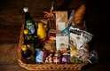 O chef Alex Atala, eleito o quarto melhor do mundo em 2012, e mais nove chefs se reuniram para montar uma cesta de Natal diferente e com produtos regionais do Brasil