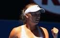 A dinamarquesa Caroline Wozniacki vibra após avançar à segunda rodada do Aberto da Austrália. A ex-número 1 do mundo venceu a alemã Sabine Lisicki por 2 a 1 (parciais de 2/6, 6/3 e 6/3), mas esteve muito perto de ser eliminada na estreia, mesmo sendo a cabeça de chave 10 do torneio