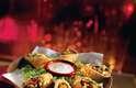 ChilisA rede com mais de 1.500 restaurantes distribuídas em 30 países foi fundada no Texas em 1975. No início o restaurante servia apenas hambúrguer, batata frita e tigelas com Texas Red Chili, porém hoje o cardápio reúne pratos e petiscos variados com receitas tradicionais, como o Baby Back Ribs, o Fajitas ou o Chilis Favorites