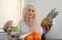 Uma britânica de 25 anos sofre de uma rara doença e uma fruta ou um vegetal pode matá-la