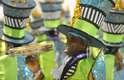 A escola de Niterói apresentou belas fantasias, com muito luxo, cores diversas e acabamento requintado