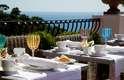 2. La Minerva, Capri, Itália: com a charmosíssima ilha de Capri como localização, o pequeno hotel La Minerva inspira dias de romance sob o sol do sul da Itália. Com apenas 18 quartos, o hóspedes se sentem como em casa, num belo hotel frente ao mar a poucos passos da área comercial de Capri