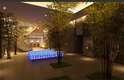 Park Hyatt Busan, Coréia do Sul Parte de um complexo com três torres residenciais e um prédio de escritórios, o Park Hyatt Busan deve ser inaugurado no começo deste ano. O hotel ocupa um edifício de 33 andares com 269 quartos espaçosos, e detalhes em madeira e pedras naturais dando um toque acolhedor aos interiores. Três andares são inteiramente dedicados ao bem-estar, incluindo spa, piscina de natação e simulador de golfe, enquanto os dois últimos são ocupados por um piano bar e um restaurante