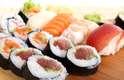 """A nutricionista Rachel Beller alerta que o sushi pode não ser uma opção de alimento saudável e pouco calórico. """"Um sushi típico contém entre 290 e 350 calorias e possui uma quantidade de carboidrato equivalente a duas fatias e meia de pão"""", afirmou ela"""