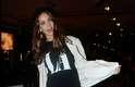 Fora das passarelas, a modelo Helena Prestes compôs um look despojado