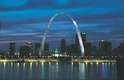 Gateway Arch, Saint Louis, Estados UnidosConsiderado como o maior monumento dos Estados Unidos, o Gateway Arch é um grande arco de 192 metros de altura que se transformou, desde sua inauguração em 1965, no principal cartão-postal da cidade de Saint Louis, no estado de Missouri