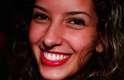 """O vermelho aberto foi a escolha desta fashionista, que optou pela cor """"Adriana"""", da marca Infinito"""