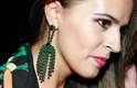 Sem medo do peso, a fashionista apostou no verde, uma das cores da tendência