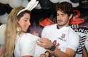 Alexandre Pato foi ao Parque São Jorge, nesta segunda-feira, para atendercrianças do projeto social Time do Povo. No local ele foi recebido pelas irmãs Minerato e empolgou a festa da garotada
