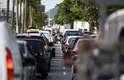 Fila da balsa na travessia entre Santos e Guarujá, no litoral paulista, causa congestionamento na Avenida da Praia em Santos (SP), nesta quinta-feira
